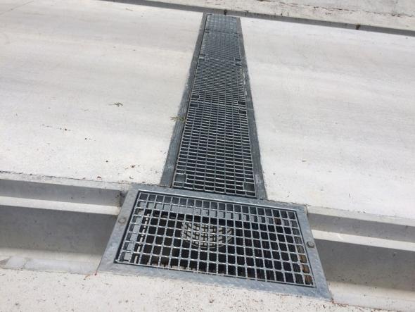 勾配対応型坂道横断側溝/FR横断側溝・FR桝